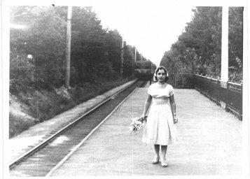 Девушка на платформе 47км. Старое фото от 1958 года. Электропоезд ср3. Васкелово