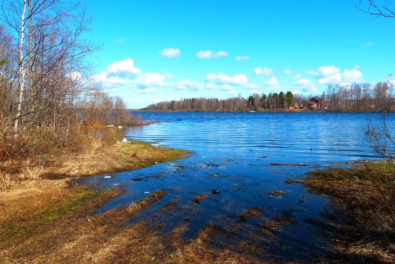 Озеро ройка со стороны Керро